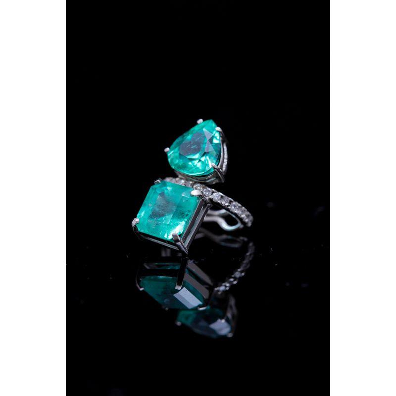 Brinco-DD-pircieng-esmeralda-oval-e-diamantes